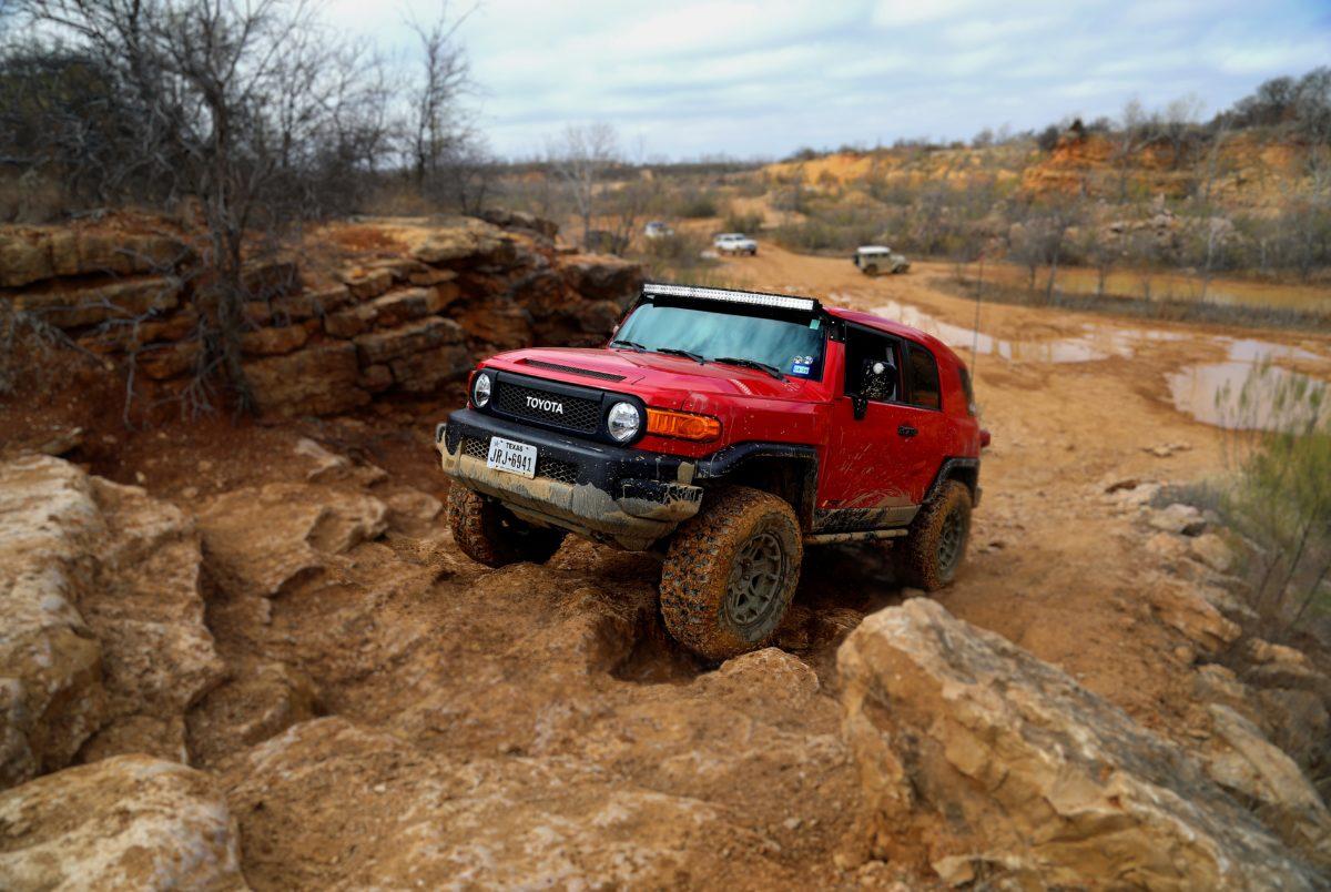 Red FJ Big Hill blur 7 G6 A0597
